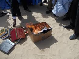 IRA brûle la bibliographie islamique des érudits mauritaniens : «Notre combat contre la version locale du rite malékite esclavagiste a commencé » dans droits de l'homme autodafe1