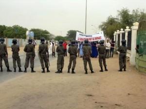 Grève des étudiants : La sortie de Ould  Neini flambe les rues de Nouakchott dans société etudiants1-300x224
